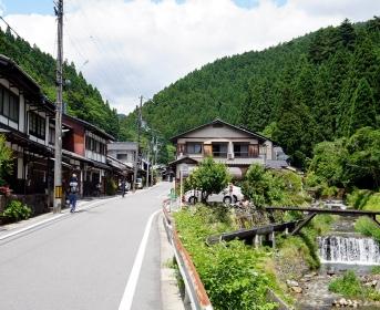 """En une demi heure de train, il est facile de quitter la ville de Kyoto pour se sentir à la campagne. Est ce que """"Zen"""" ne serait pas un mot inventé par les japonais ?"""