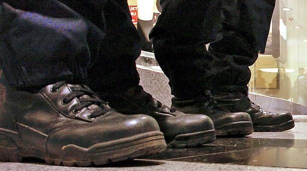 Fotsvettiga poliser undanbedes