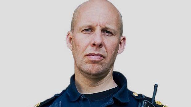 Vi är polisen och vi står över lagen
