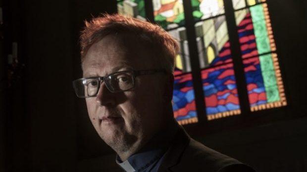 Invandringskritisk debattör bröt mot ordningslagen – Svenska kyrkan kritiseras