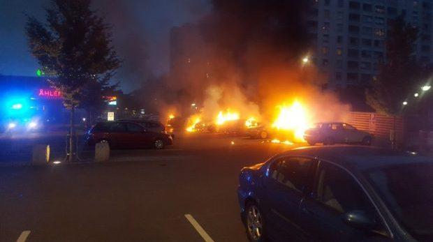 Det behövde brinna lite bilar innan valet