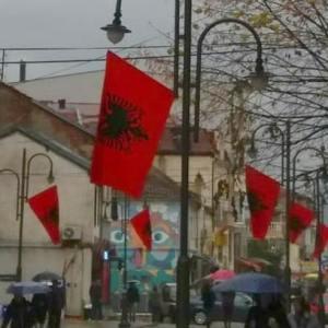 НЕВИДЕН СКАНДАЛ: Во Црна Гора ги КАЗНУВААТ оние што не сакаат да го обесат знамето на Албанија!
