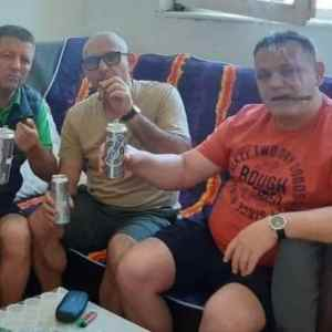 Чавков лумпува во затвор- пие алкохол, пуши кубански пури, јаде скари и се дружи со началници( ФОТО)