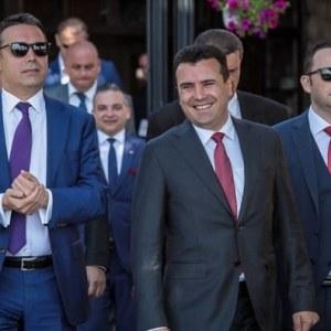 ЗАЕВ И ДИМИТРОВ ЌЕ СИ ПОДНЕСАТ OCTABKИ: Последни информации од Брисел – Заев најавил ocтaвкa, Димитров се поздравил со делегацијата