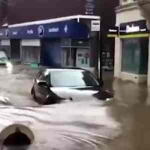 """КРАЈОТ НА СВЕТОТ ЗАПОЧНА: Невремето """"Денис"""" руши се пред себе- Јужни Велс како Венеција(видео)"""