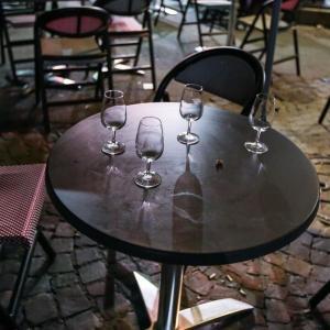 КЛУЧ ЗА НОЌНИОТ ЖИВОТ: Од денеска кафулињата и рестораните ќе работат до 23 часот