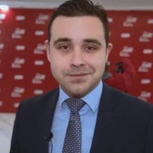 Костадинов: Мицкоски од инфективна пишува брзобразни статуси, сака сите да го сожалуваат