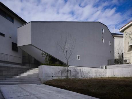 Треугольный дом в Японии 3