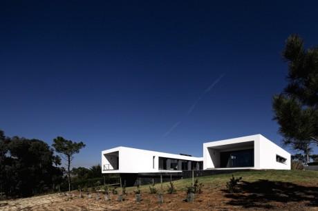 Минималистский дом в Португалии 6