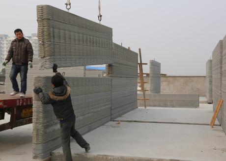 Китайская компания Yingchuang New Materials «распечатала» на трёхмерном принтере за одни сутки 10 зданий.