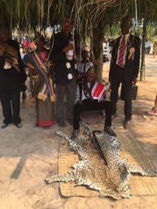 «Mfumu» Mafulagenge: face à une Peau du «NGO» (Léopard comme icône de Dieu et symbole de souveraineté ).