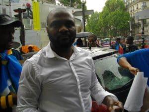 Combattant-Résistant Patchely Mikobi lors de la marche «Je Suis Beni»  à Paris (Photo Magazine Ngambo Na Ngambo copyright, samedi 28 mai 2016)