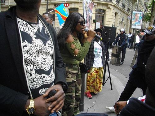 Des Congolaises et Congolais, très nombreux, étaient à cette manifestation à Paris. Certains veulent une mobilisation devant Gemalto, à Amsterdam.