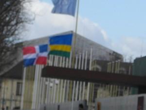 Un seul drapeau rwandais à l'Unesco pour le barbare.