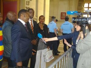 Journalistes françaises interviewent les activistes congolais avant le procès (TGI,4 juin2015)
