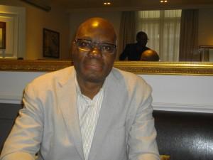 L'écrivain  Congolais Kama Sywor Kamanda, à Paris.