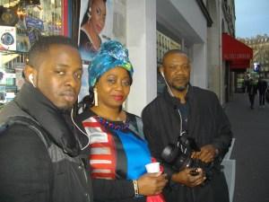 Faya Tess et Wazule avec sa caméra.