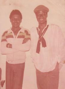 Le chanteur Papa Wemba et le journaliste Nila Mbungu