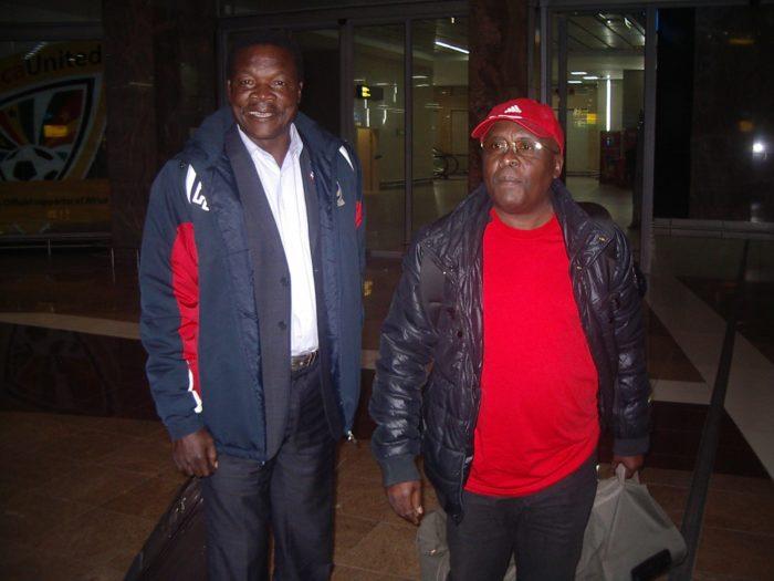 Kabulo Mwana Kabulo et l'ex-footballeur international Mwepu Ilunga, lors de la Coupe du Monde FIFA 2010, en Afrique du Sud.