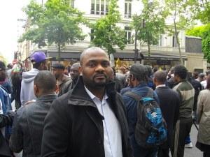 Patchely Mikobi lors du sit-in du 30/4/2014, à Paris 16ème.