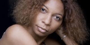 Wedia Pendje, artiste-peintre, comédienne «makila ya Congo ezali o ntei ya ye». Génie vu son style particulier de ses tableaux.