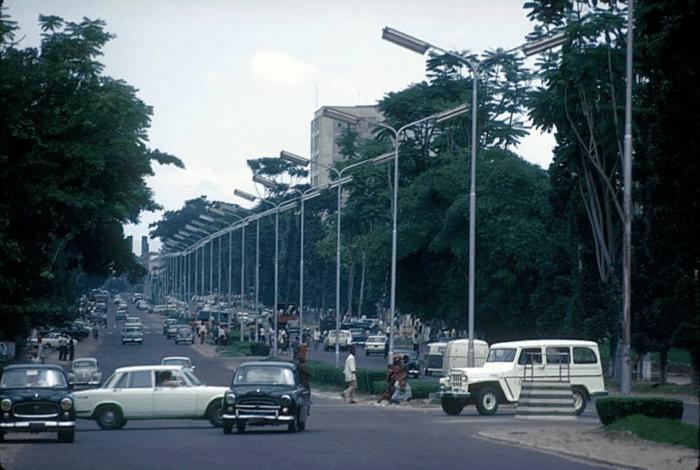Les belles voitures de l'homme d'affaires Vuethoms Vuemba passaient aussi sur le boulevard du 30 juin 1960 (Photo datée de 1968).