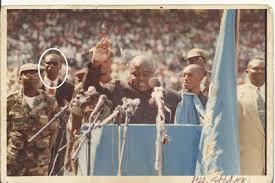 Colonel Freddy Libeba derrière Laurent Désiré Kabila.