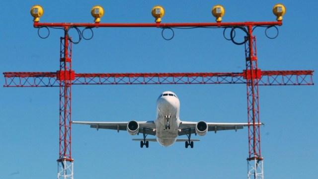Las restricciones de vuelos serían 'la sentencia' para las aerolíneas y la industria del turismo