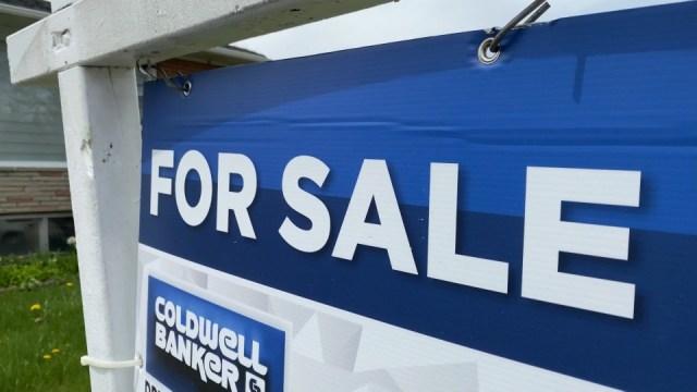 Personas que se mudan durante la pandemia están impulsando los precios de las viviendas