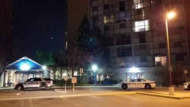 3 adolescentes en el hospital luego de caer por la ventana del séptimo piso