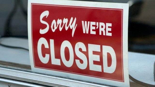 ¿Qué está abierto y cerrado durante la orden de permanecer en casa?