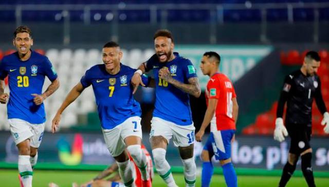Brasil arrasa con un 2-0 a Paraguay, extendiendo su racha