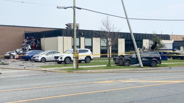 Dos personas murieron en accidente múltiple cerca al aeropuerto de Toronto