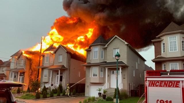 Un rayo pudo ser el causante de incendio en casas de Laval