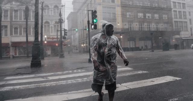 El huracán Ida azota Luisiana, cortando la energía a New Orleans