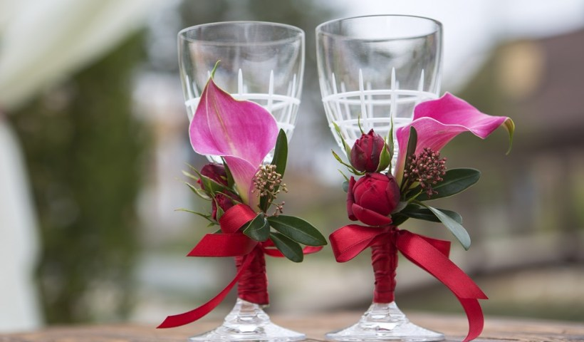decorating wine glasses