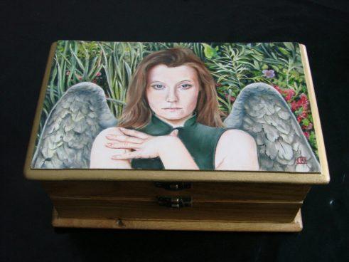 De Engel van de Hoop, houten kistje, 24x14x11cm (2)