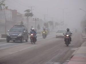 foto-kondisi-hujan-abu-vulkanik-gunung-kelud-magelang-gunung-merapi