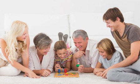 5 Indoor Games to Play With Family on a Snow Day