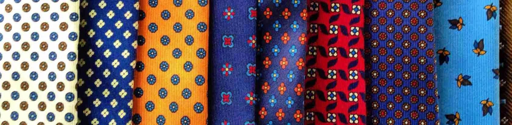 Le escort Napoli adorano gli uomini eleganti che indossano le mitiche cravatte Marinella di Napoli. Magica Escort