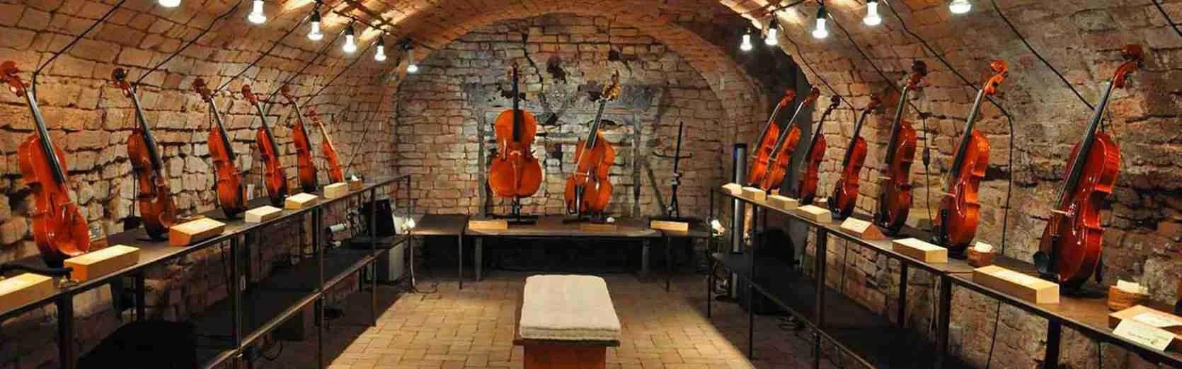 Visitare il Museo del Violino di Cremona in compagnia di una escort Cremona diventa un'occasione imperdibile.