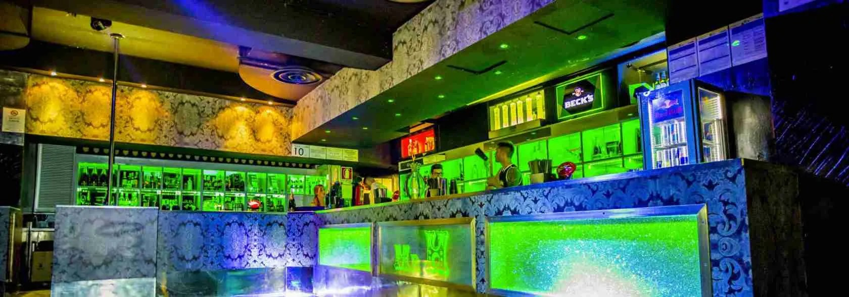 Le escort Milano sono le protagoniste della movida notturna di Milano e sono assidue frequentatrici della discoteca Hollywood di Milano.