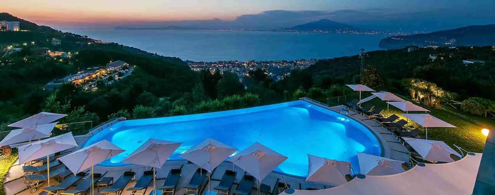 Per una notte di erotismo con una escort Sorrento ci sono tanti hotel di lusso a disposizione a Sorrento dove trascorrerla.