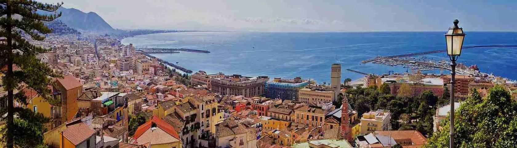 Per una serata romantica in compagnia di una escort Salermo, il panorama che si può ammirare dal Golfo di Salerno è unico.