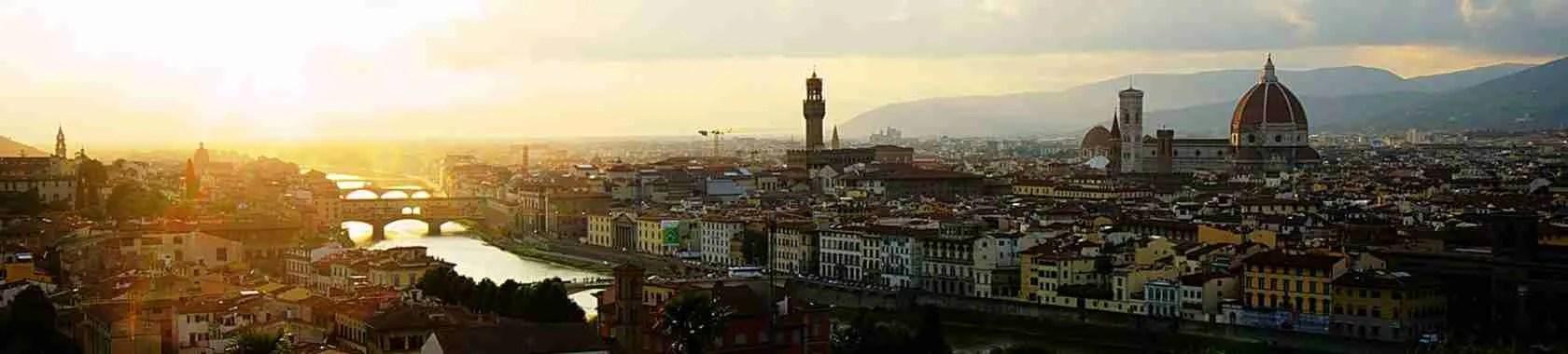 Piazzale Michelangelo di Firenze è uno dei luoghi preferiti dalle escort a Firenze.