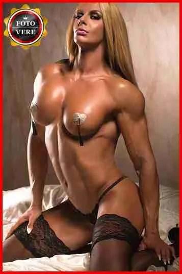 Larissa escort Roma esibisce un fisico atletico nell'immagine di anteprima.