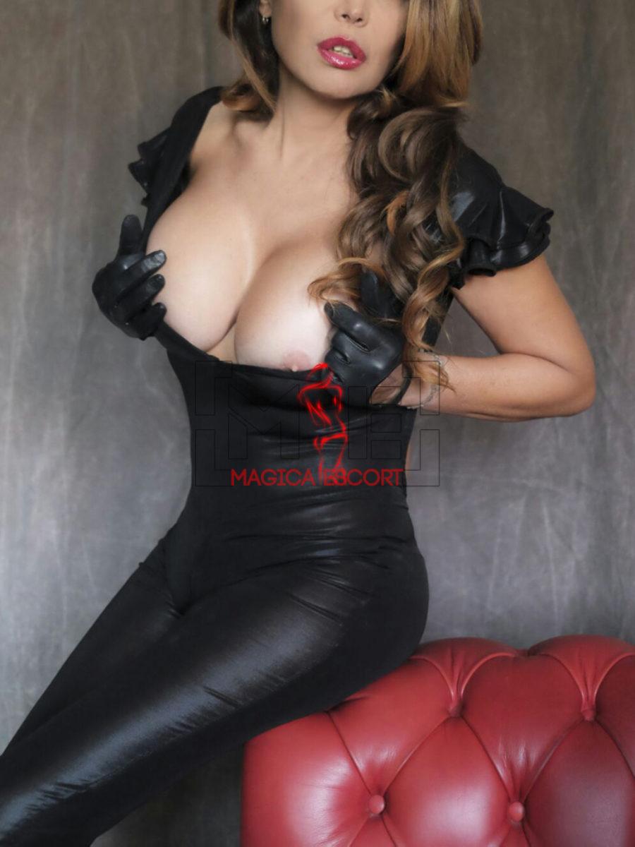 Sabrina escort Genova in abito in latex