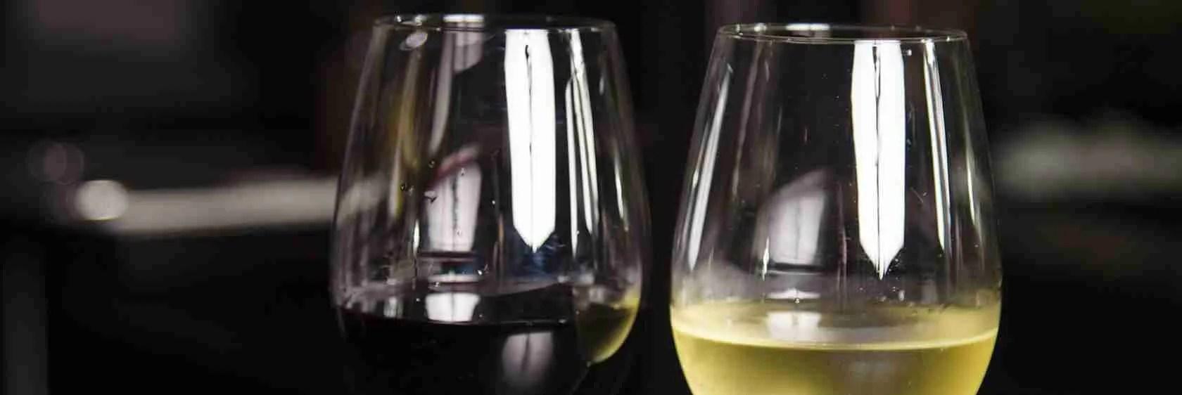 L'aperitivo delle escort Udine è il tajùt, un calice di vino rosso o bianco della zona friulana.
