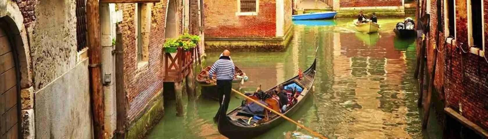 Le escort di Venezia sono le attuali cortigiane che passeggiano tra calli, campielli e ponti da attraversare.