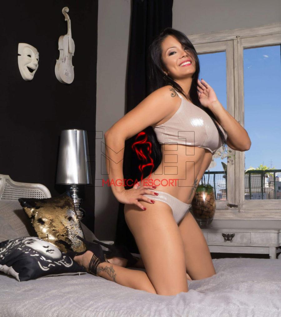 Vanessa accompagnatrice colombiana nel suo letto pronta per un nuovo incontro di piacere. Magica Escort